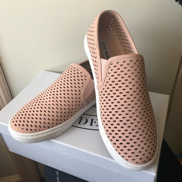 5bc2129200f   STEVE MADDEN   ELOUISE SNEAKER . Size 8. NWT
